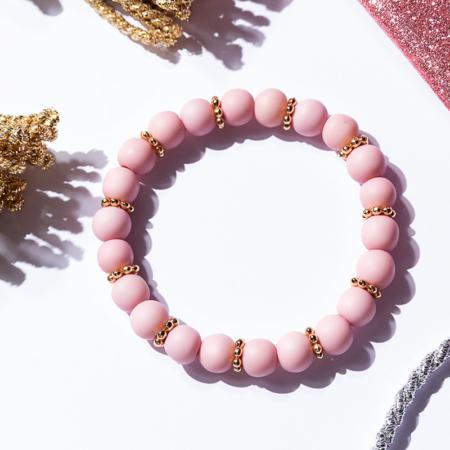 Armkettchen mit roséfarbenen Kunstharzlperlen