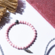 Armkettchen aus Acrylperlen mit silbernen Anhänger