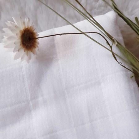 Musselintuch, Decke in weiß