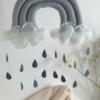 Deko Regenbogen in grau mit Filzregentropfen